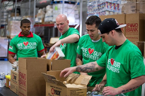 volunteer at your local food bank | feeding america®