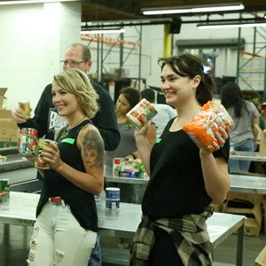 BoxLunch employees volunteering at a food bank