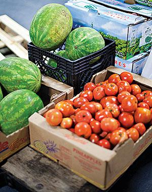 Donate fruit & vegetables to help in an effort to support food waste prevention