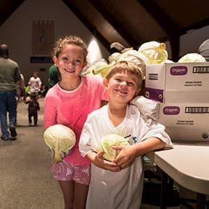 Madelyn (r) and her brother Luke VOLUNTEERING at their local pantry