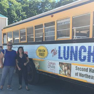 Lunch Express bus in Tennessee helping hungry kids in the summer.
